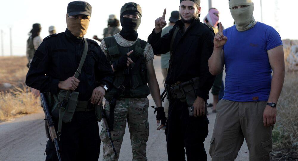 إرهابيون من هيئة تحرير الشام الإرهابية بالقرب من قريتي كفريا والفوعة في سوريا