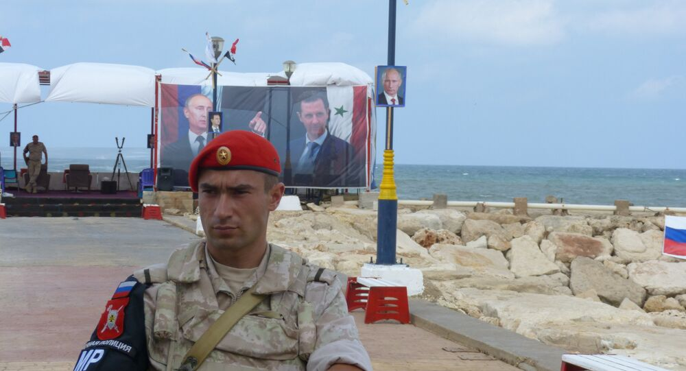جندوي روسي في قاعدة طرطوس الروسية في سوريا