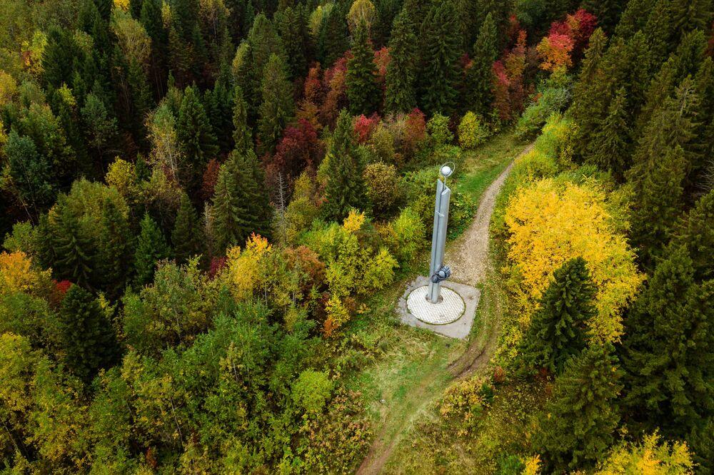 نصب تذكاري لرائدا الفضاء السوفيتيان أليكسي ليونوف وبافيل بيلاييف في منطقة بيرم