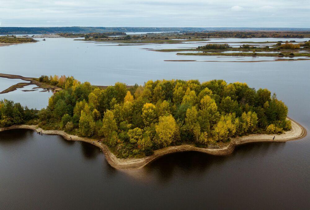 جزر على نهر كاما في منطقة بيرم
