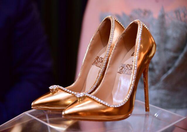 حذاء نسائي من الذهب والألماس في دبي