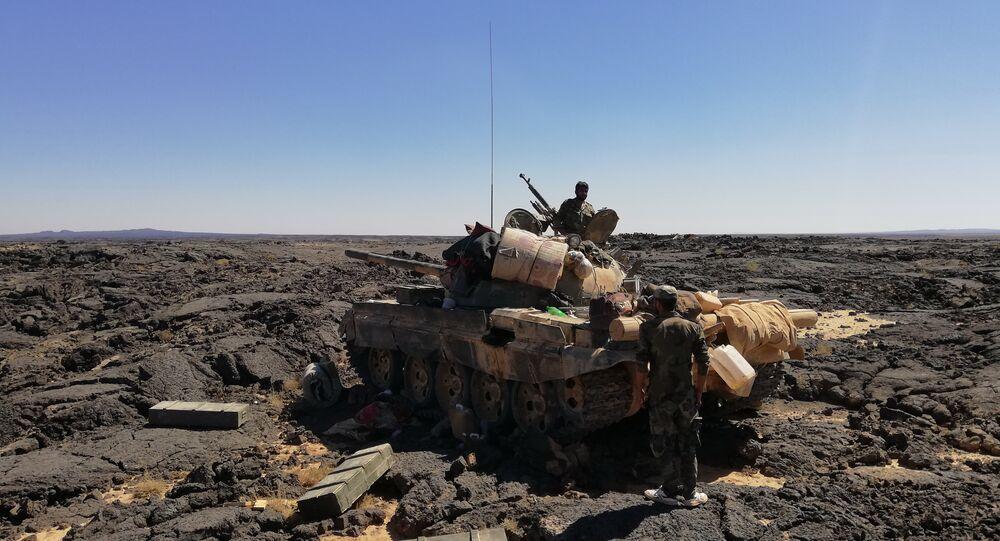 الجيش السوري يفتت دفاعات داعش بين الصخور البركانية ببادية السويداء
