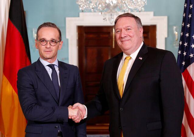 وزير الخارجية الألماني هايكو ماس مع نظيره الأمريكي مايك بومبيو في واشنطن