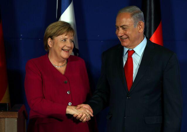 المستشارة الألمانية أنغيلا ميركيل خلال مؤتمر صحفي مع رئيس الوزراء الإسرائيلي بنيامين نتنياهو