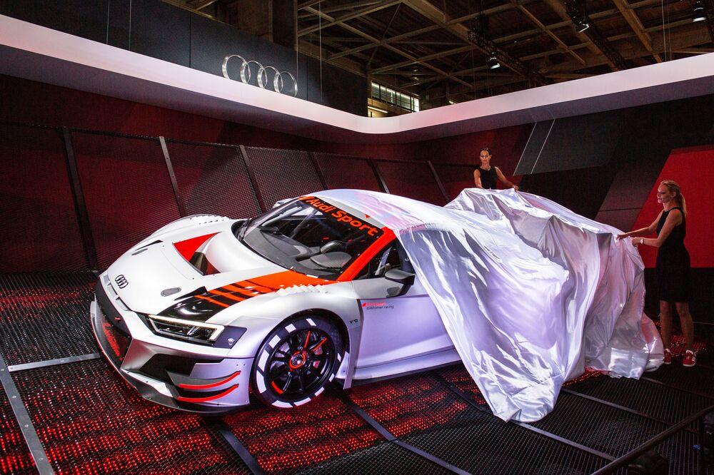 عرض موديل سيارة أودي سبورت (Audi Sport) الجديدة معرض السيارات الدولي مونديال دو لوتوموبيل في باريس