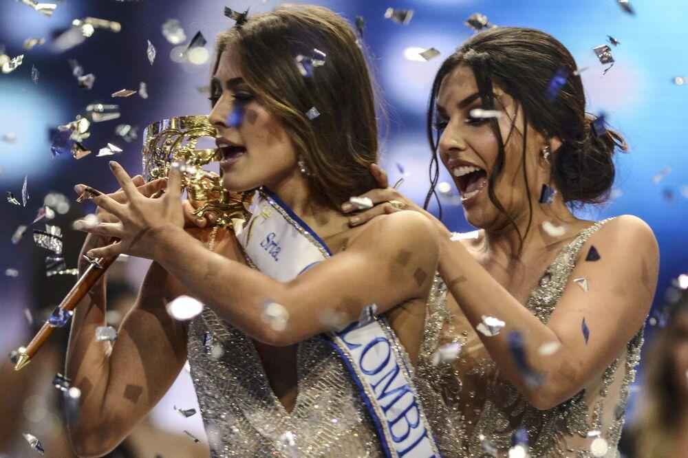 الفائزة بلقب ملكة جمال كولومبيا - 2018 - فاليريا موراليس (يسار الصورة) في ميديلين، كولومبيا 30 سبتمبر/ أيلول 2018