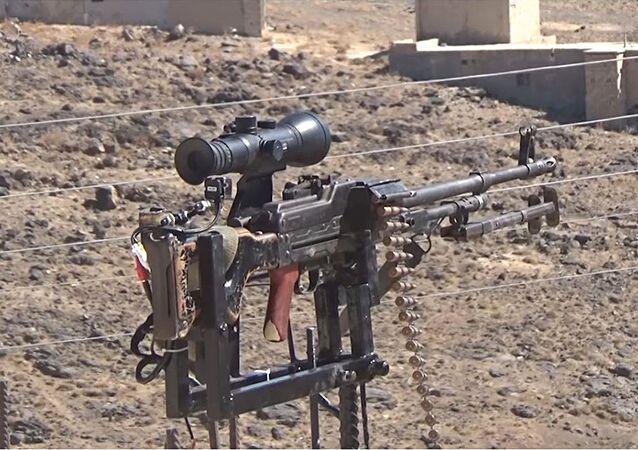 بعد تعرض قريته لمجزرة...سوري يبتكر قاعدة ذكية للرشاشات الروسية لدحر داعش