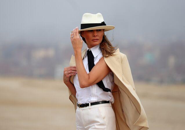 ميلانيا ترامب خلال زيارتها الأولى لمصر