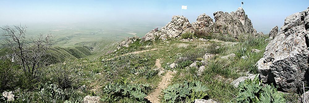 بانوراما لسلسلة جبلية كازيغورت في كازاخستان