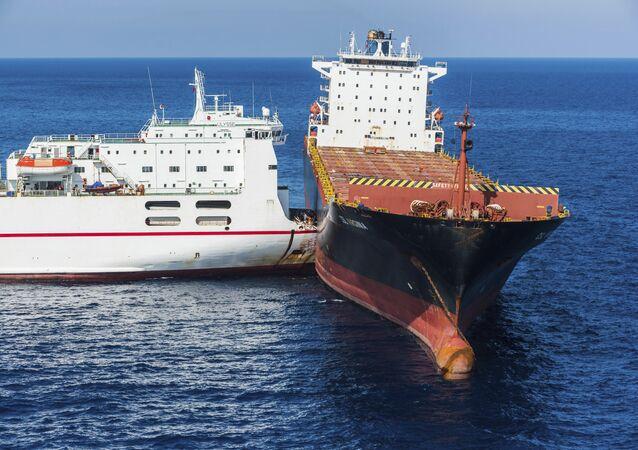 تصادم سفينتين