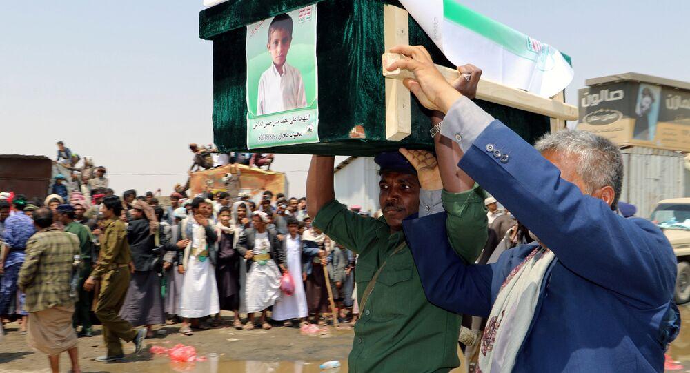 تشييع طفل يمني قتل في غارات التحالف الذي تقوده السعودية