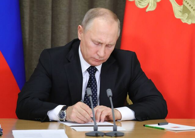 بوتين يوقع على وثيقة