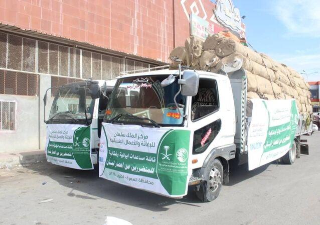 قوافل مساعدات سعودية تتجه إلى اليمن