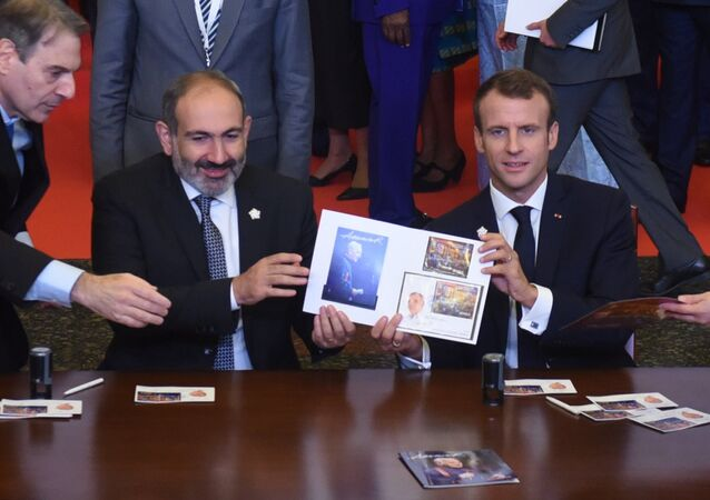 الرئيس الفرنسي، إيمانويل ماكرون و رئيس الوزراء الأرميني، نيكول باشينيان