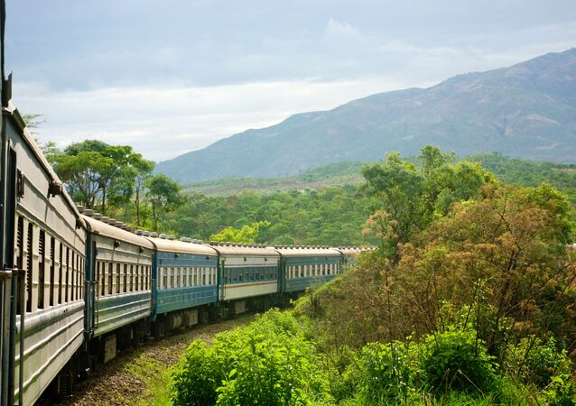 الطريق السكة الحديدية تازارا رايل، الذي يصل بين تنزانيا وزيمبابوي في القارة الأفريقية