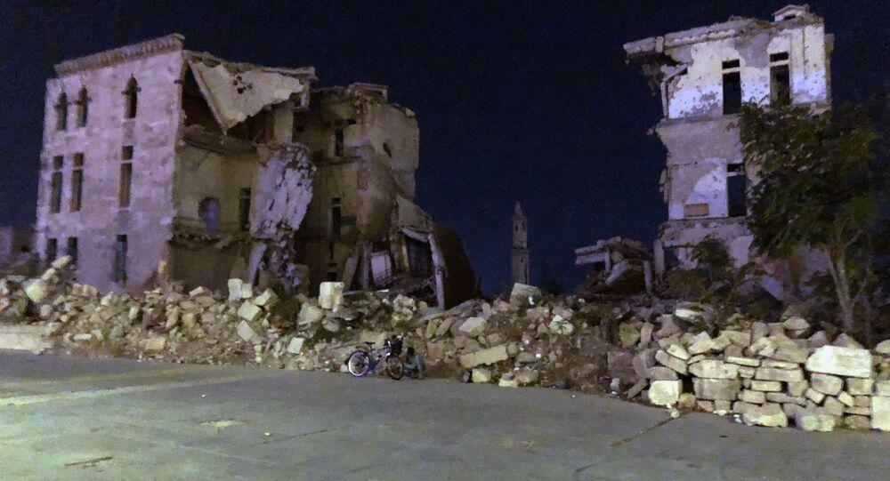 ركام مباني بالقرب من القلعة في مدينة حلب
