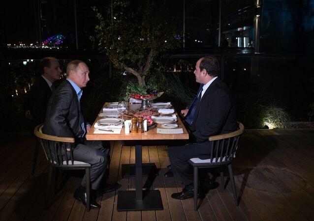 بوتين والسيسي أثناء العشاء في سوتشي