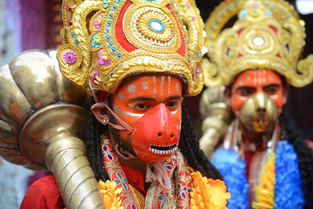 مشاركون في مهرجان الليالي التسع نافراتري الهندوسي في مدينة أمريستار، الهند 16 أكتوبر/ تشرين الأول 2018