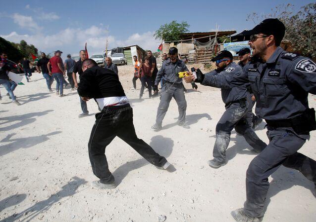 فض الجيش الإسرائيلي لتظاهرة في الخان الأحمر شرق القدس