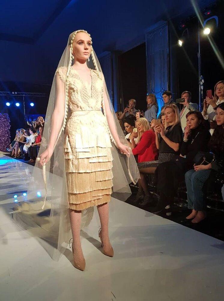 مجموعة من دار الأزياء (AMATO COUTURE)، في ملتقى أيام الأزياء العربية في موسكو