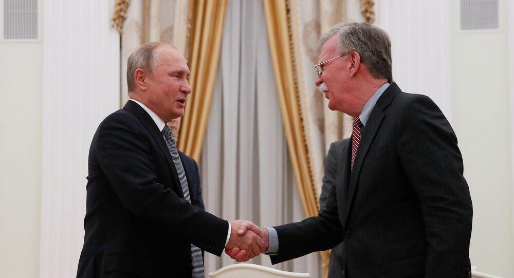 الرئيس الروسي فلاديمير بوتين يلتقي مع مستشار الأمن القومي الأمريكي جون بولتون في الكرملين، موسكو 23 أكتوبر/ تشرين الأول 2018