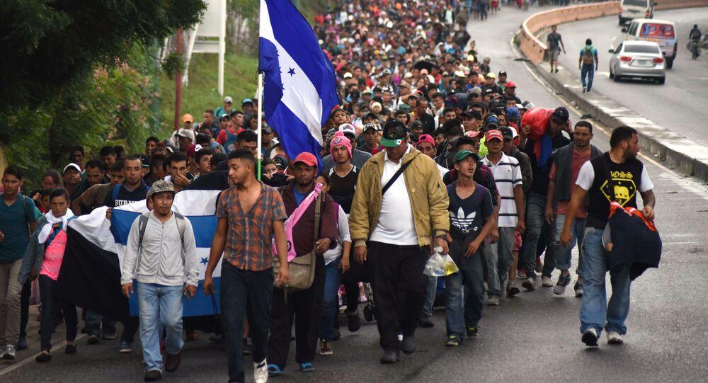 قافلة من المهاجرين من هندوراس وغواتيمالا، يتجهون إلى حدود الولايات المتحدة الأمريكية  17 أكتوبر/ تشرين الأول 2018