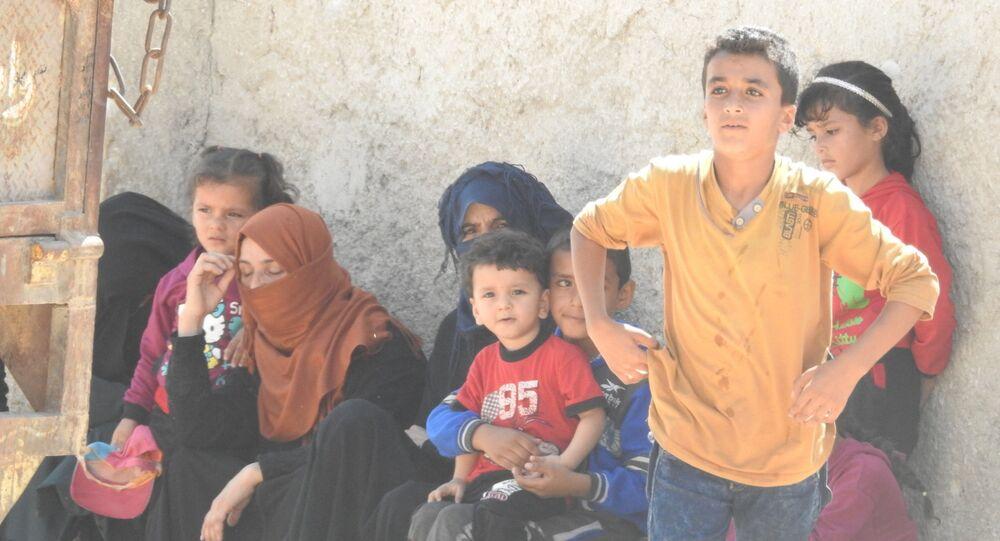 عائلات سورية خرجت من مناطق الإرهابيين في إدلب