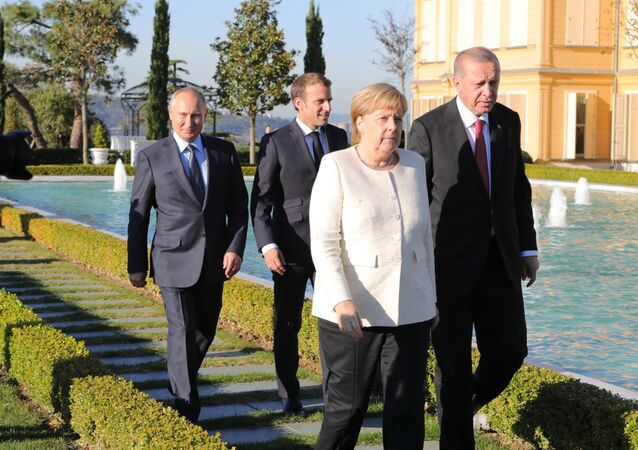 أردوغان و ميركل و بوتين و ماكرون خلال قمة تركيا حول سوريا