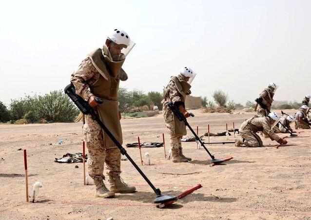 مركز الملك سلمان للإغاثة والأعمال الإنسانية يقوم بنزع الألغام في اليمن