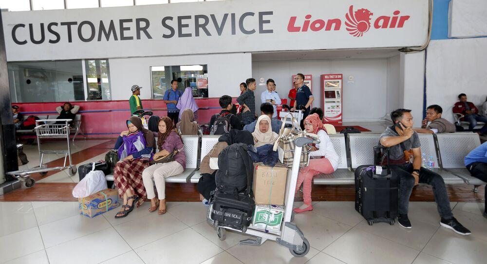 أفادت وكالة البحث والإنقاذ في إندونيسيا، اليوم الاثنين، إن طائرة ركاب تابعة لشركة ليون أير تحطمت في البحر أثناء رحلة من العاصمة جاكرتا إلى مدينة بانكال بينانغ في جزيرة سومطرة، 29 أكتوبر/ تشرين الأول 2018