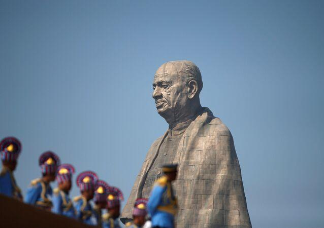أطول نصب تذكاري الذي يصور ساردار فالابهاباي باتل، وهو أحد المؤسسين للهند،  تمثال الوحدة في غوجارات، الهند 31 أكتوبر/ تشرين الأول 2018