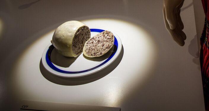 طبق هاغيز الاسكتلندي التقليدي - وهو سجق محشو بأعضاء الخروف كالقلب أو الكبد أو الرئتان المفرومة والمخلوطة بشعير بالتوابل والملح.