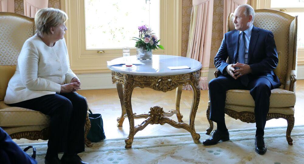 المستشارة الألمانية أنجيلا ميركل والرئيس الروسي فلاديمير بوتين في اسطنبول، تركيا 27 أكتوبر/ تشرين الأول 2018