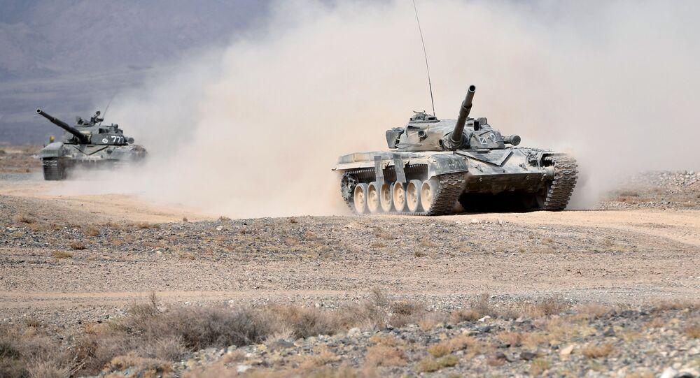 دبابات تي-72 خلال التدريبات العسكرية فزايموديستفي - 2018