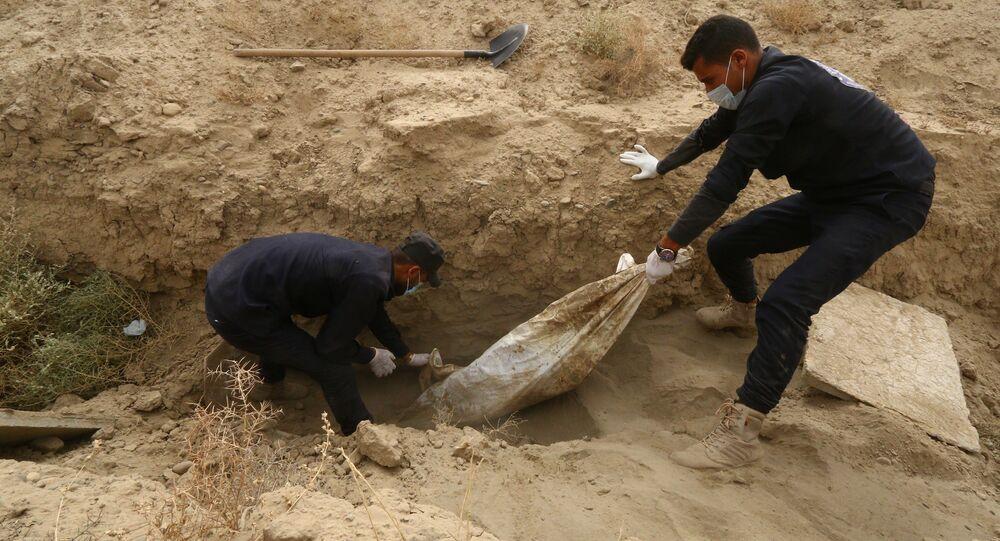 مقابر جماعية في مدينة الرقة السورية