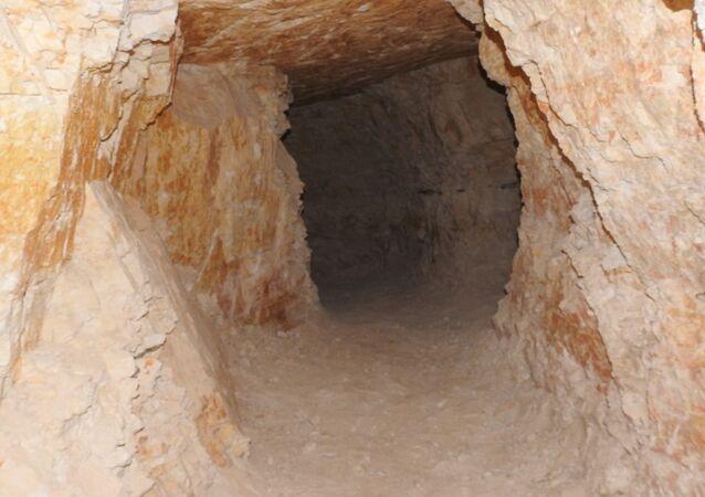 أنفاق عثر عليها الجيش السوري بعد تحرير  أجزاء واسعة من ريف حماة الشمالي مطلع العام الجاري