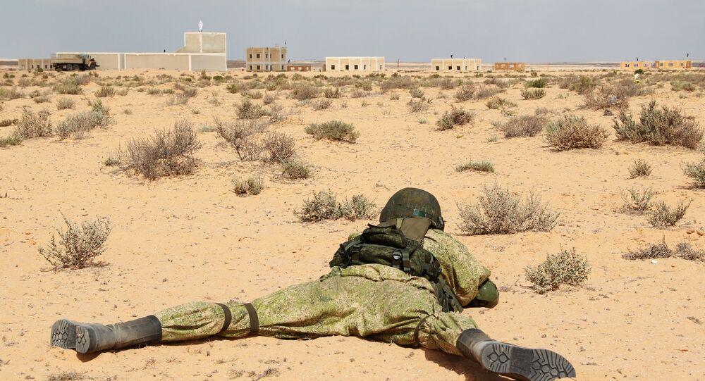 جندي يشارك في مناورة حماة الصداقة بين الجيش المصري والروسي  2016