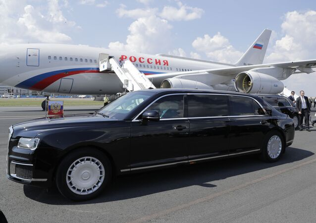 سيارة الليموزين Aurus Senat الروسية الصنع للرئيس الروسي فلاديمير بوتين خلال قمة هلسنكي