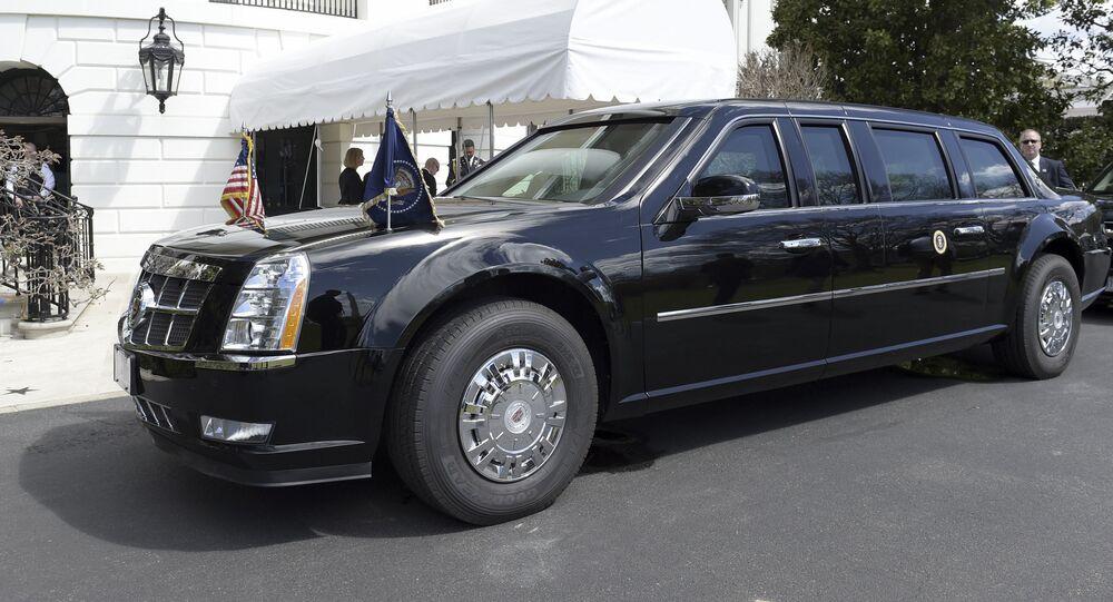 الرئيس الأمريكي دونالد ترامب في سيارة ليموزين مدرعة جديدة من طراز كاديلاك