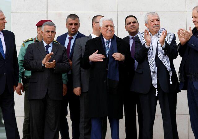 الرئيس الفلسطيني محمود عباس خلال إحياء ذكرى وفاة الرابعة عشرة للرئيس الفلسطيني الراحل ياسر عرفات