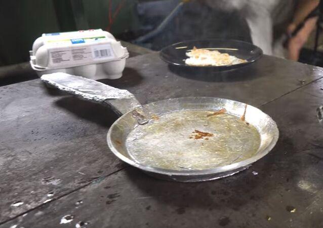 صناعة طاسة قلي من ورق الألومنيوم