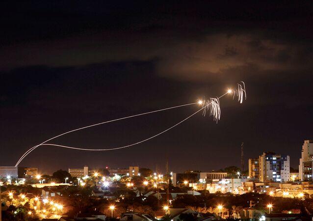 القبة الحديدية تعترض صواريخ من غزة باتجاه مدينة عسقلان