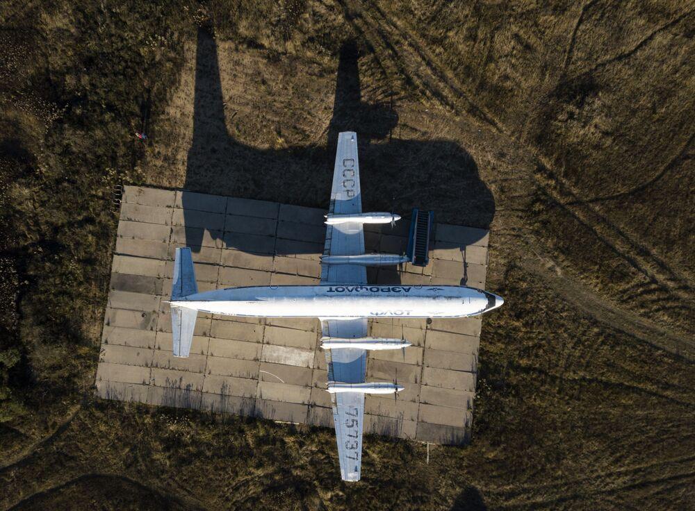 طائرة إيل-18