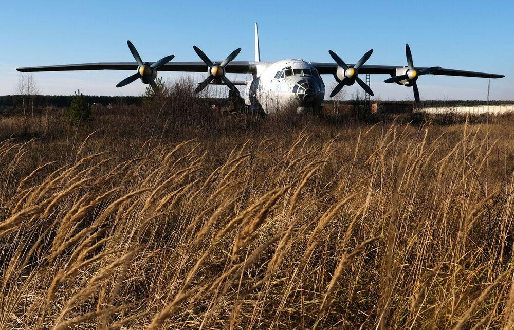 طائرة آن-10أ