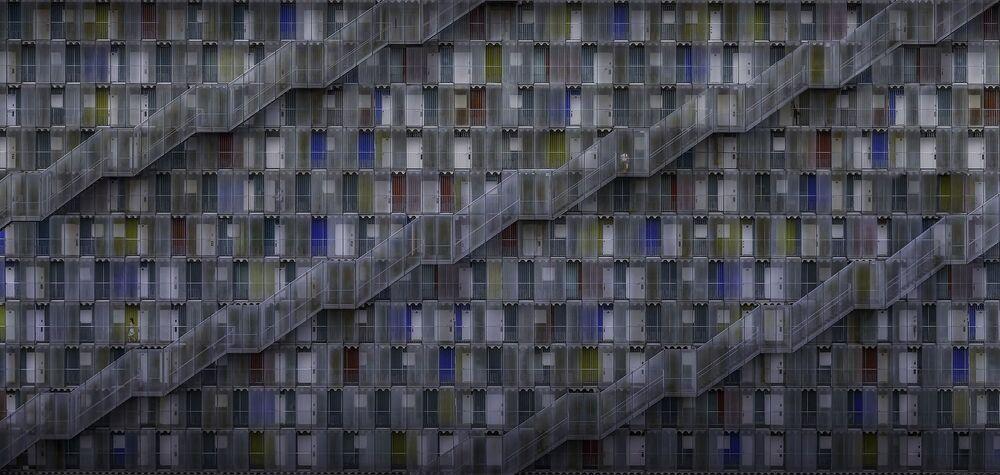 صورة بعنوان حياة في مجمع، للمصور دانيال إيزل، الفائزة بالمرتبة الثانية في فئة بيئة البناء المفتوح