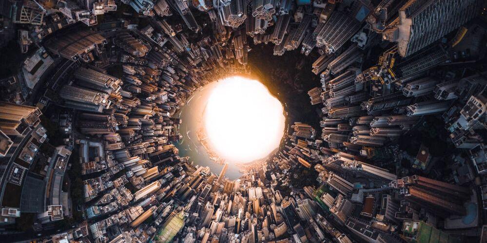 صورة بعنوان استهلال هونغ كونغ، للمصور فيتالي غولوفاتيوك، مرشحة لقائمة توب-50 في فئة بيئة البناء المفتوح