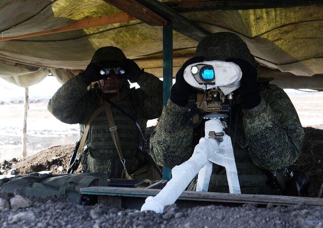 الجيش الروسي - القوات الصاروخية - مناورات عسكرية لكتية المدافع القتالية في حقل التدريبات العسكرية كوزمينكي في منطقة روستوف