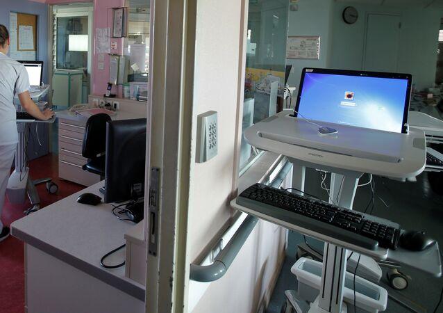 ممرضة خلال عملها في أحد مستشفيات فرنسا