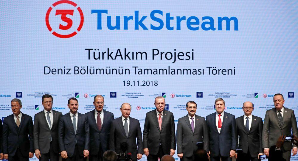 الرئيس الروسي فلاديمير بوتين ونظيره التركي رجب طيب أردوغان يفتتحان القسم البحري من مشروع خط أنابيب السيل التركي لنقل الغاز الطبيعي، 19 نوفمبر تشرين الثاني 2018