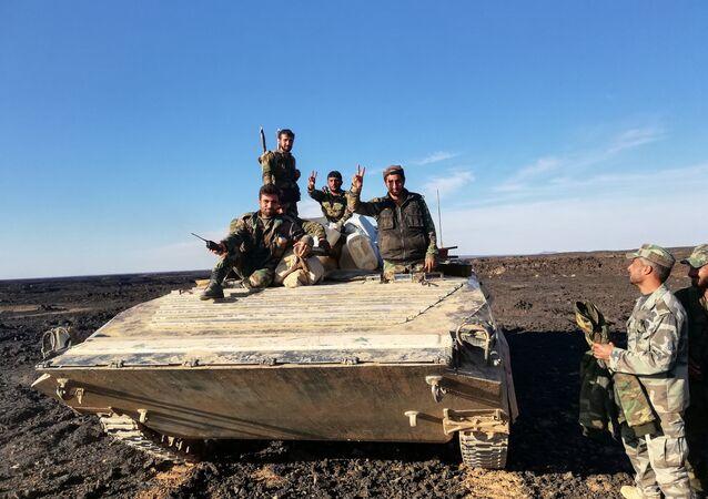 الجيش السوري - راجمات جولان السورية تزف النصر فوق جحور داعش في تلول الصفا